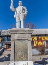 Первый в стране памятник В.И. Ленину, открытый 22 января 1924 г. И сооруженный на средства рабочих города и окрестных сел