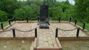 Могила милиционера Мазурова и красноармейца Карелова И.В., погибших во время контрреволюционного мятежа 13 ноября 1918 г.