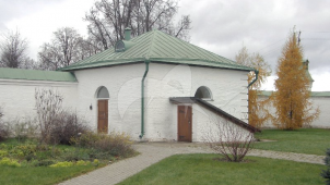 Амбар c квасной и винным погребом у западной части ограды, ансамбль Аносино-Борисоглебского монастыря