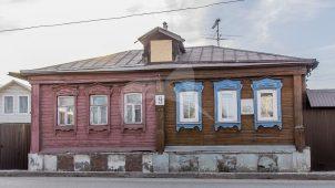 Здание, где родился и жил в 1891-1913 гг. революционер Климов Анатолий. Здесь в 1905-1907 гг. размещалась подпольная типография и хранилась нелегальная литература.