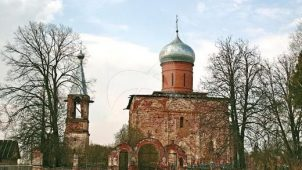 Медведева пустынь:1. — Церковь Рождества, 1745г.;2. — Церковь Митрополита Петра (деревянная), ХVIII в.