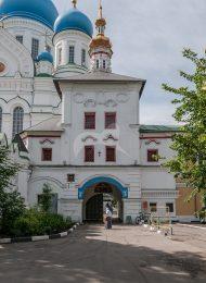 Надвратная церковь, комплекс зданий Николо-Перервинского монастыря