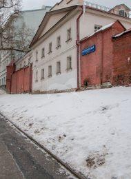 Кельи и сохранившаяся часть монастырской ограды с башнями, XVII-XVIII вв., ансамбль Рождественского монастыря