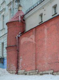 Кельи северо-восточные и сохранившаяся часть монастырской ограды с башнями, XVII-XVIII, ансамбль Рождественского монастыря