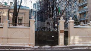 Ограда городской усадьбы Р.И. Гесте, 1907 г., арх. С.С. Шуцман