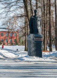 Памятник революционеру большевику В.И.Загорскому, 1976 г., скульптор А.Ефременко, бронза, кирпич, цемент