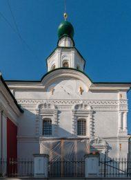 Церковь Ивана Предтечи под Бором, 1675 г., с фрагментами XVI в. Колокольня, 1758 г.