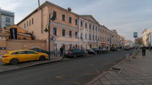 Дом Варгиных, 1757, 1780-1812, 1817-1850 гг. В этом доме в 1857-1858 гг. жил и работал писатель Л.Н. Толстой