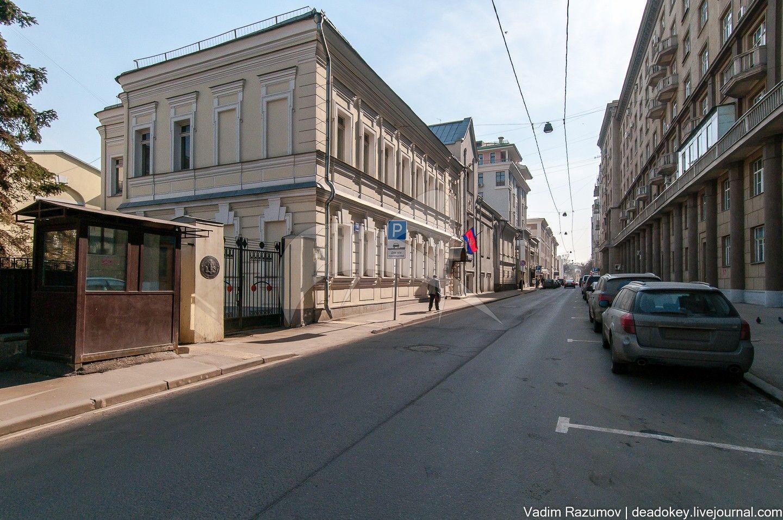 Доходный дом, XVIII в., 1890 г., арх. В.Ф. Жигардлович, городская усадьба А.И. Фонвизина — В.А. Еремеева.