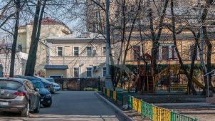 Служебные корпуса, 1898 г., арх. К.К. Гиппиус, городская усадьба Н.И. Казакова (с 1950-х гг. – посольство Канады)