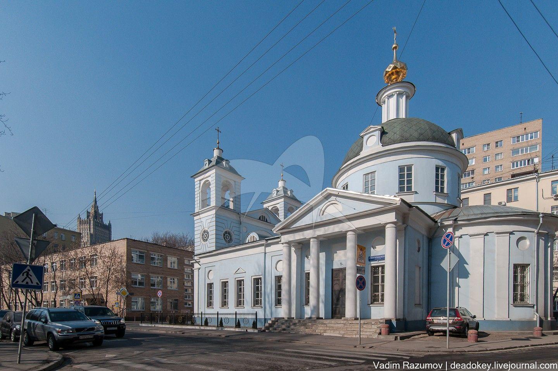 Церковь Успения на Могильцах, 1625-1653 гг. Перестроена в 1790 г. арх. Н.Н. Леграном