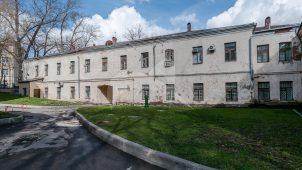 Служебный корпус (дом причта западный), комплекс Лютеранской кирхи, 1905 г., арх. Коссов В.А.