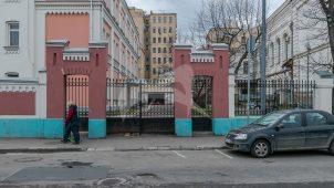 Ограда с воротами, комплекс Александро-Мариинского училища, конец XIX в., арх. А.С. Каминский