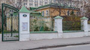 Ограда с воротами, 2-я половина XIX в., церковь Николы в Пыжах с шатровой колокольней