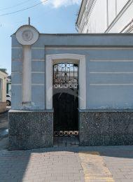 Ограда с пилонами ворот, начало XX в., городская усадьба с фабрикой Е.П. Петрова