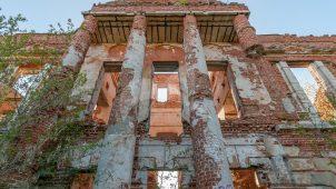 Главный дом с двумя флигелями и переходными галереями между главным домом и флигелями, конец XVIII — начало XIX вв., усадьба «Зендиково»