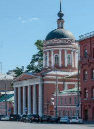 Церковь Ивана Богослова под Вязом, 1825-1827 гг.
