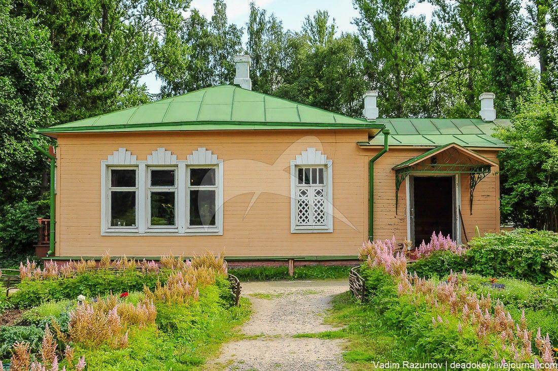 Дом Чехова Антона Павловича, в котором он жил в 1892-1898 гг. В доме — мемориальный музей А.П.Чехова