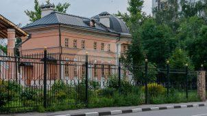 Дом причта, усадьба Прозоровских-Бекетовых «Зюзино»