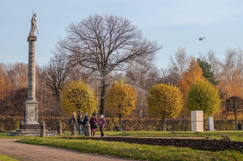 Колонна со статуей Минервы, 1779 г., парк со скульптурой, ансамбль усадьбы «Кусково» (Шереметьевых), XVIII в.