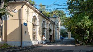 Амбар и каретный сарай, усадьба Усачевых-Найденовых, 1829-1831 гг.