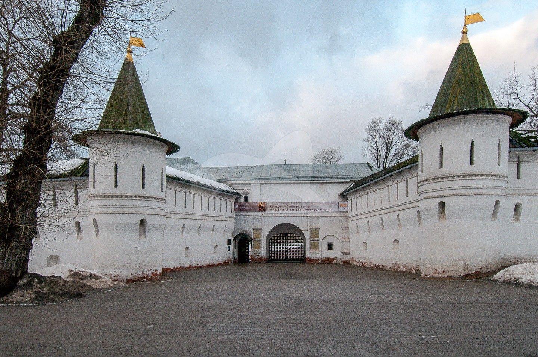 Башня главных ворот, Андронников монастырь