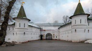 Ворота главные  с двумя башнями, Андронников монастырь