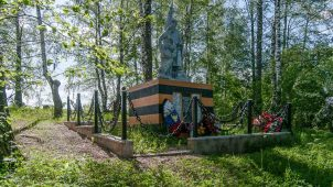 Братская могила советских воинов (большая)
