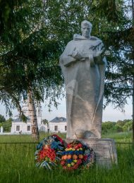 Братская могила советских воинов
