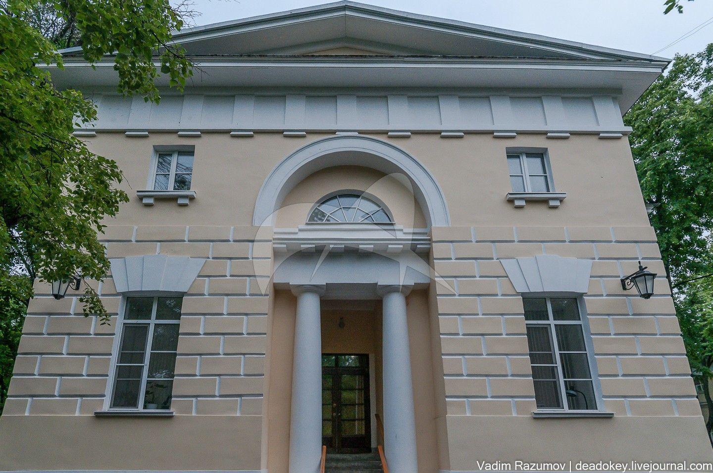 Служебный корпус, начало XIX в., арх. Е.Д. Тюрин, усадьба «Нескучное»