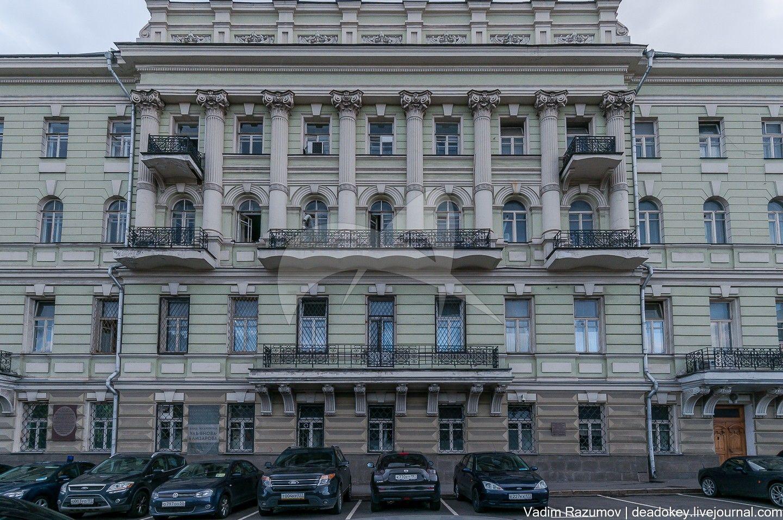 Доходный дом М.А. Егоровой-Скарчинской (О.Н. и А.С. Талызиных), 1824 г.; в 1904 г. надстроен верхними этажами, арх. И.П. Залесский. Здесь в 1920-1922 гг. в квартире Ульяновой-Елизаровой А.И. бывал Ленин В.И.
