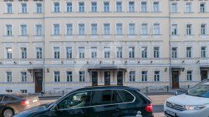 Доходный дом И.П. Кузнецова, 1828 г., 1870-е гг., 1898 г. Здесь в 1870-е годы размещались меблированные комнаты Е.П. Ивановой, в которых 1872-1873 гг., 1877 г. останавливался и жил Ф.М. Достоевский