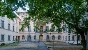 Главный дом усадьбы дворян Аладьиных, потом князей Голицыных, вторая половина XVIII в. В этом доме жил член Северного общества Голицын Валерьян Михайлович