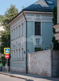 Жилой дом (воссоздание), в одной из квартир которого в 1950-е и 1970-е годы жил и работал художник В.Е. Попков (1этаж, кв. 2)