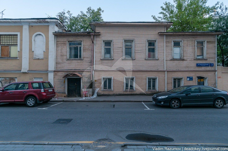 Жилой дом, 1816 г., 1903 г., арх. А.А. Остроградский. В этом доме в 1904-1907 гг. жил артист Ф.И. Шаляпин