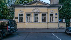 Жилой дом, начало XIX в., 1915 г., проф. А.В. Кузнецов. (Дом  архитектора Кузнецова А.В, котором он  жил и работал в 1915-1954 гг.)