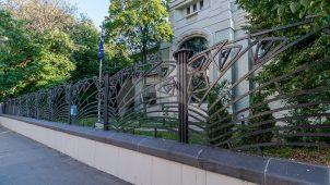 Ограда,  особняк А.И. Дерожинской — Зиминой