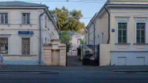 Ограда с пилонами юго-восточных ворот, усадьба Николая Карловича фон Мекка (Самсонова), XIX в.