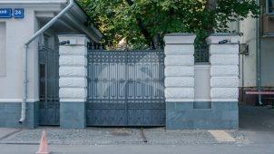 Ограда (по Кропоткинскому пер.), доходный дом
