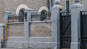 Ограда, комплекс особняка со служебным флигелем и оградой, 1906 г., арх. Р.И. Клейн