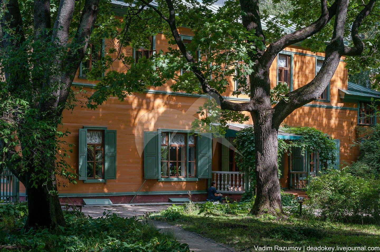Главный дом, 1800-1805 гг., 1882 г., арх. М.И. Никифоров, дом-усадьба, в которой жил Толстой Лев Николаевич в 1882-1901 гг. В доме — мемориальный музей Л.Н. Толстого