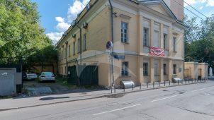 Дом, начало XIX в. Здесь в 1841-1843 гг. жил директор Румянцевского музея В.А. Дашков, в 1860-х гг. — литератор и переводчик Е.Ф. Корш