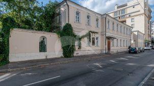 Дом, в котором в 1880-х гг. жил Репин Илья Ефимович. Здесь у него бывал Л.Н. Толстой