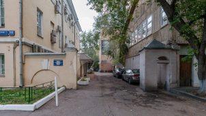 Пилоны ворот, начало XIX в., городская усадьба Юшковых — фабрика Милюкова, конец XVIII — начало XIX вв.