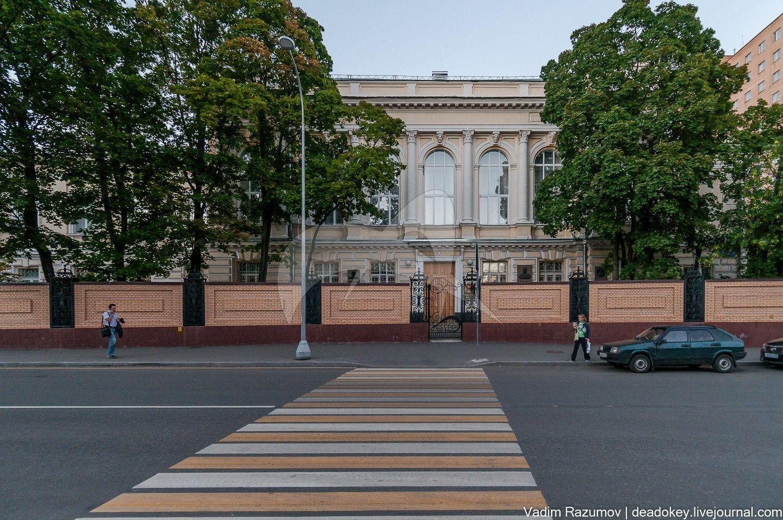 Здание Московской классической гимназии. Основана по инициативе и на средства П.Г. Шелапутина (открыта в 1901 г.), арх. Р.И. Клейн