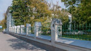 Ограда вдоль Ленинского проспекта, комплекс зданий Медведниковской богадельни на Большой Калужской