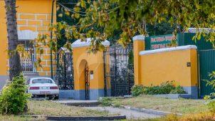 Ворота бокового въезда северного флигеля, ансамбль Даниловского кладбища