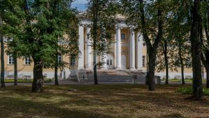 Главное здание, 1802-1807 гг., арх. М.Ф. Казаков (архитектурно-художественные интерьеры), ансамбль Павловской больницы