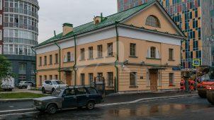 Западный флигель, 1803-1804 гг., арх. Ф.К. Соколов, Мытный двор