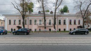 Усадьба купца Перегудова, в основе палаты 1690-х гг., перестройка во второй половине XVIII в.